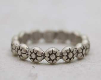 Abstract Flower Chain Ring - Flower Ring - Simple band Ring - Stackable Ring - Silver Flower Band Ring - Daisy Ring Band