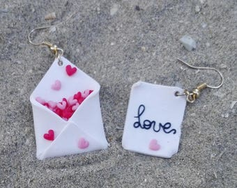 Valentine Day - Love Letter Earrings - A letter That Say How You Love And An Envelop Full Of Red and Pink Hearts