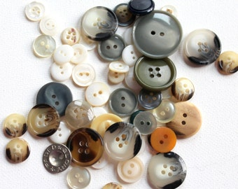 """Little Baggie of a Variety of Buttons - 2"""" X 3"""" Bag of Button B119"""