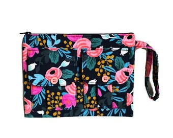 Wristlet Purse, Wristlet Wallet, Floral Wristlet, Large Wristlet, iPhone Wristlet, Clutch Wristlet, Fabric Wristlet, Floral Wallet