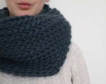 100% Wool Super Chunky Crochet Cowl - Forest Green