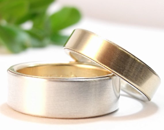 Simple Opposites Attract Wedding Band Set in Yellow, White, Or Rose Gold