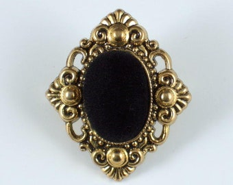 Pin Brooch Gold Tone Pin with Black Velvet Center BR7
