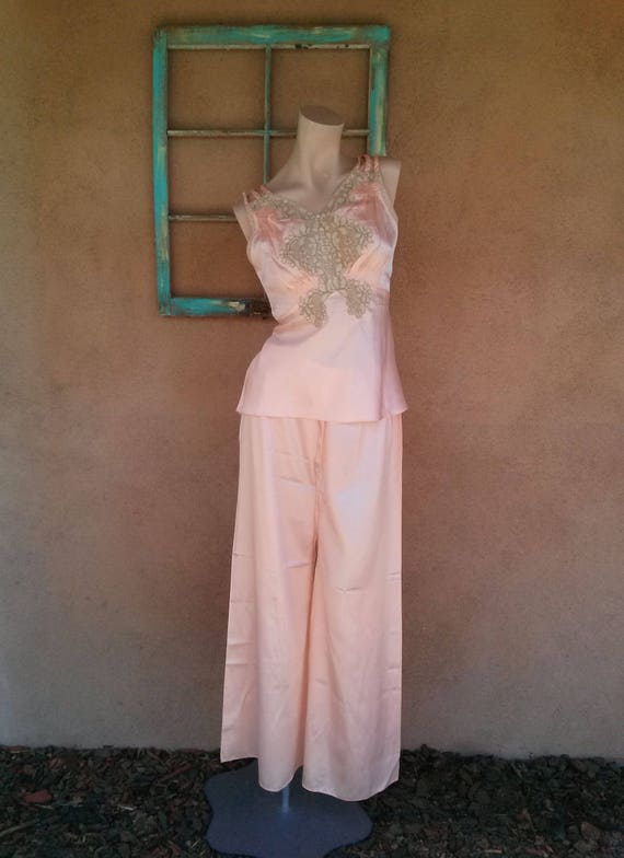 Vintage 1930s Pajamas 30s Beach Lounging Lingerie Peach Satin Alencon Lace  2 Pc Sz M L