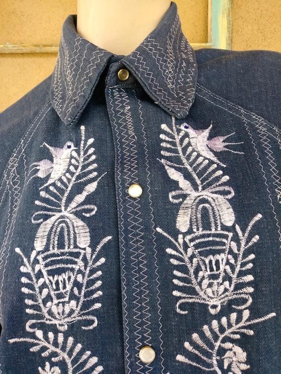 Vintage 1970s Mens Embroidered Denim Shirt Sz M - image 2