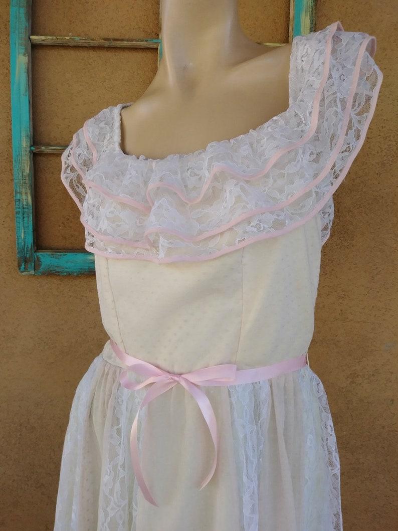Vintage 1980s Pink Flocked Wedding Gown Lacy Boho Dress US 8 B35 W31
