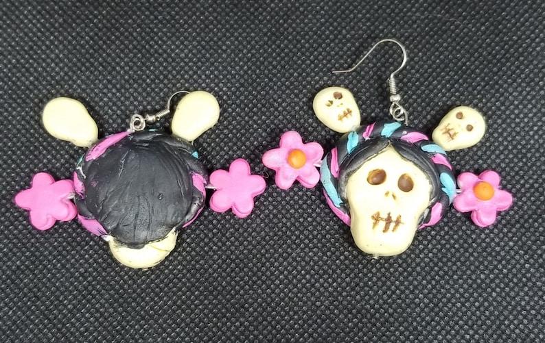 Day of the dead earrings Dia de los muertos aretes hechos en porcelana fria
