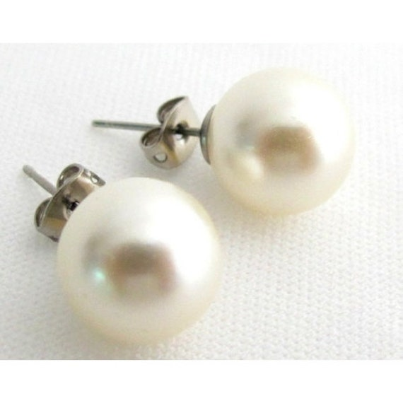12mm Pearl Stud Earrings, Ivory Pearl Stud Earrings, Wedding Pearl Stud Earrings,Bridesmaid Earrings,Wedding Party Gift Free Shipping USA