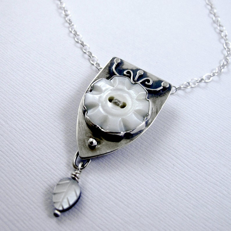 Vintage Button Necklace: Flower Mother of Pearl Button with image 0