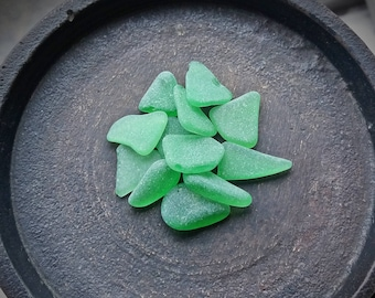 Kelly GREEN Genuine Flawless Sea-Tumbled Sea Glass Jewelry Grade Loose Matching (12)