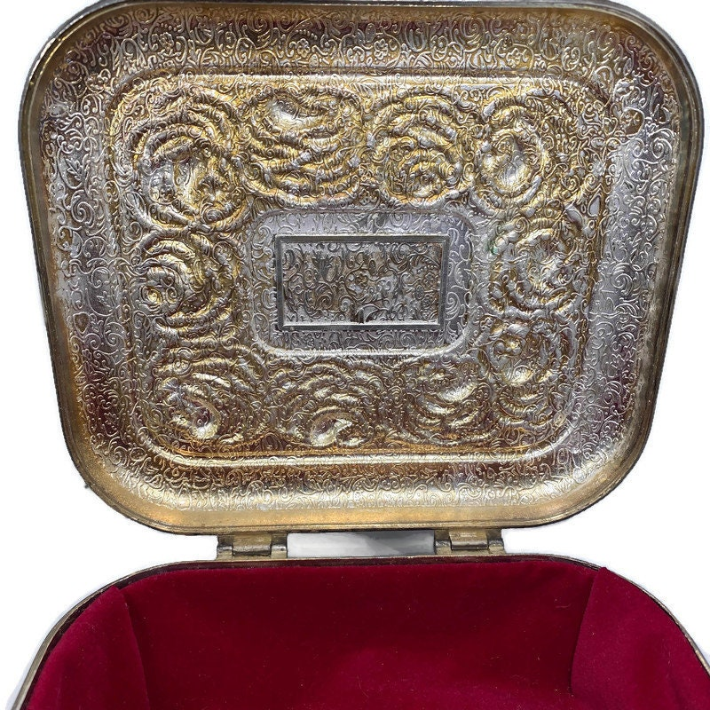 Image 7 of Vintage Ornate Silverplate Velvet Lined Jewelry Box