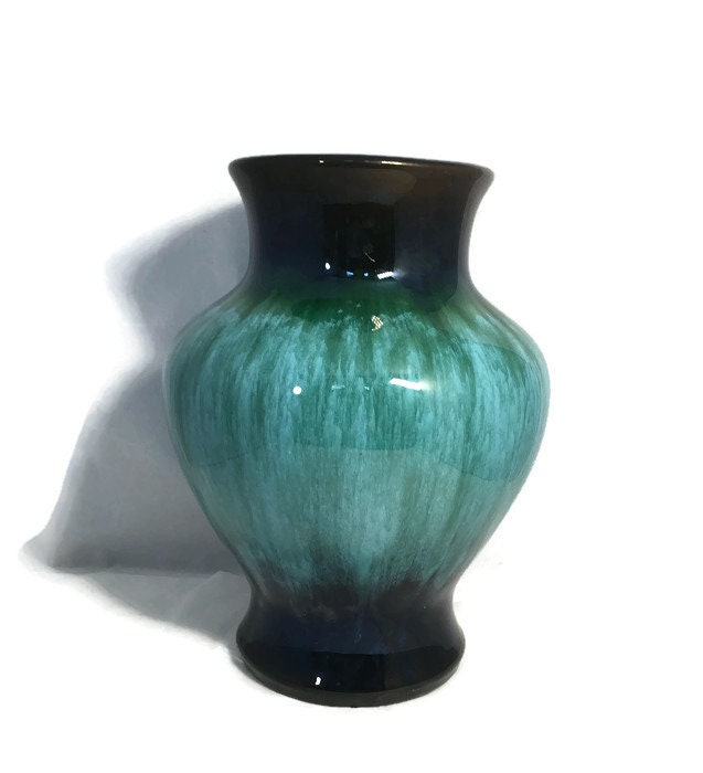 Image 0 of Vintage Blue Mountain Pottery Vase