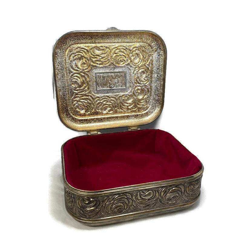 Image 5 of Vintage Ornate Silverplate Velvet Lined Jewelry Box