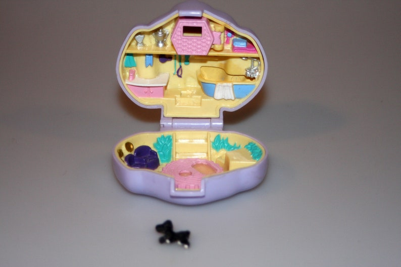 Polly Pocket Dazzling Dog Show with dog figure Pet Parade image 0