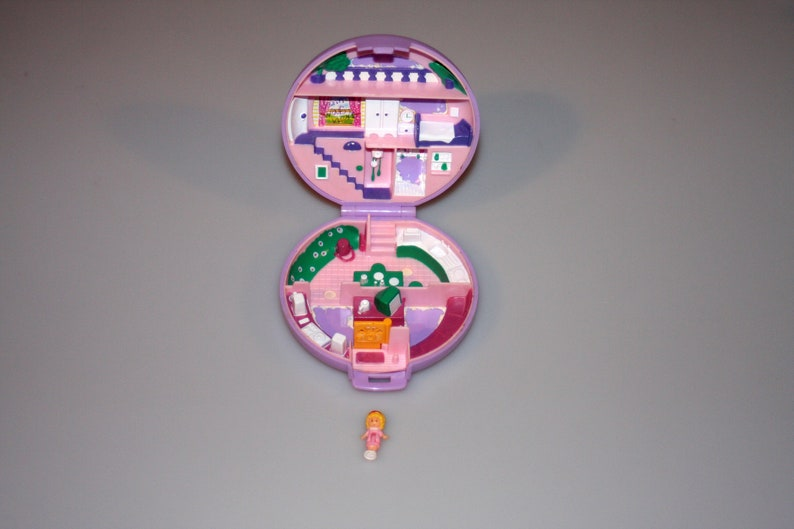 Polly Pocket Polly's Studio Flat With Figure Purple Round image 0