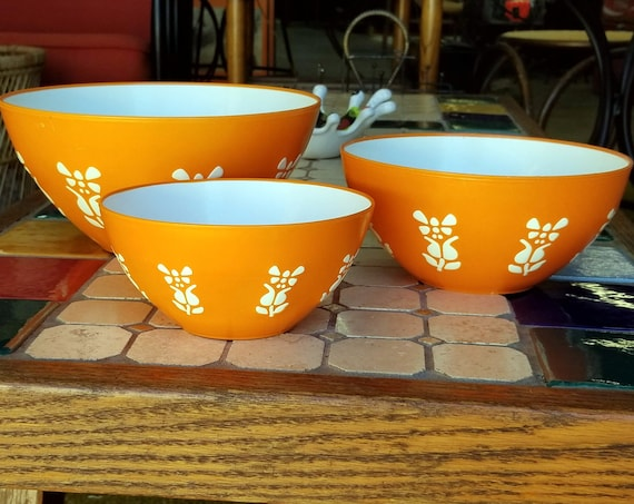 Retro Orange and White Set of Three Regaline Plastic Flower Floral Nesting Mixing Bowls