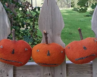 Primitive Pumpkin JOL Garland Halloween Fall Swag Door Wall Decoration Hand Dyed Wool Hickety Pickety OOAK