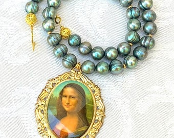 Mona Lisa - pearl pendant gold handmade necklace unique gift for woman mom mother's day