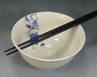 Blue and White Flower Noodle Bowl, Rice Bowl, Soup Bowl, Pho Bowl, Stir Fry Bowl with Chopstick Hole Hand Thrown Porcelain Pottery 2