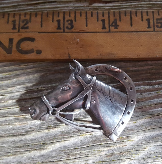 Horse brooch with Horseshoe sterling silver