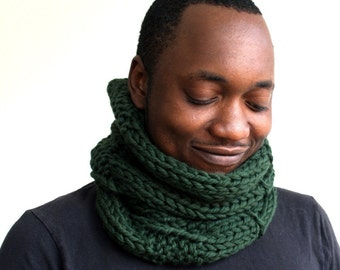 Green Wool Scarf, Mens Cowl, Knitted snood, Gift for him, Infinity scarf, chunky knit scarf green, Unisex cowl in Green