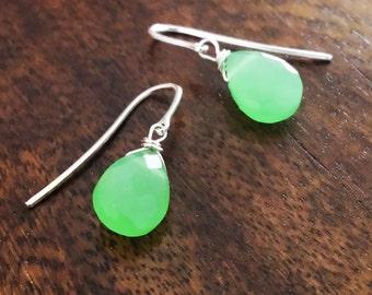 Mint Grün Chalcedon Ohrringe, Sterling Silber zierliche teardropohrringe, minimalistische Ohrringe, Jahrestagsgeschenk für sie, Muttertag