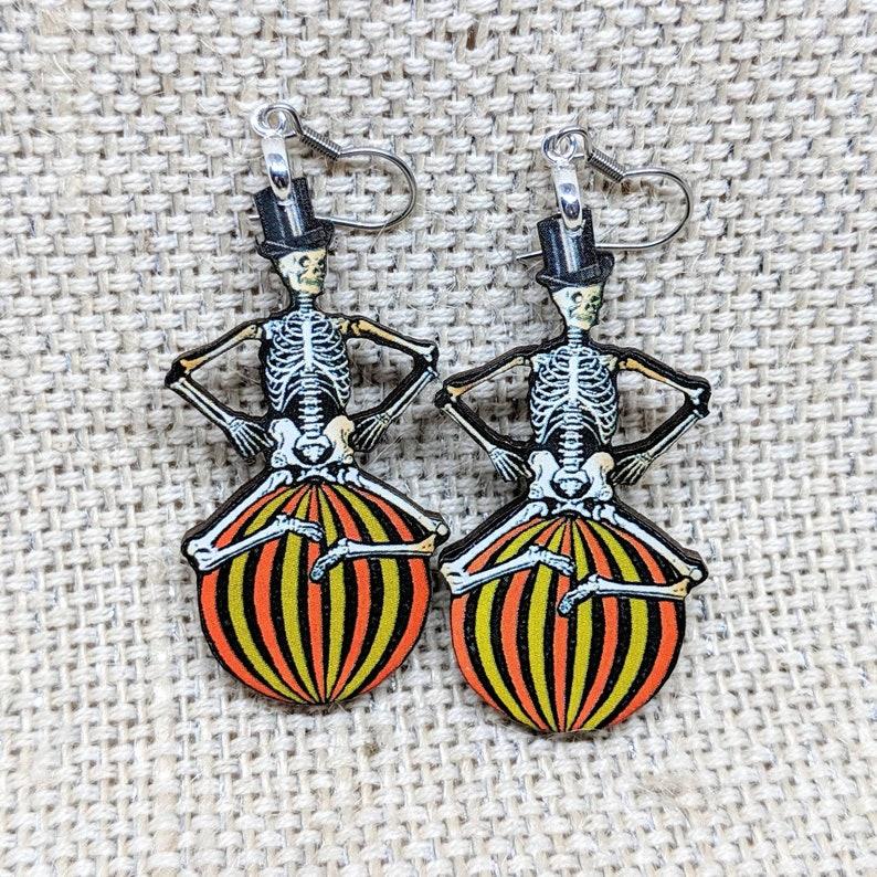 Skeleton Earrings / Vintage Halloween Earrings / Halloween image 0