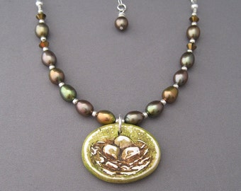 Bird's nest pendant and pearls necklace
