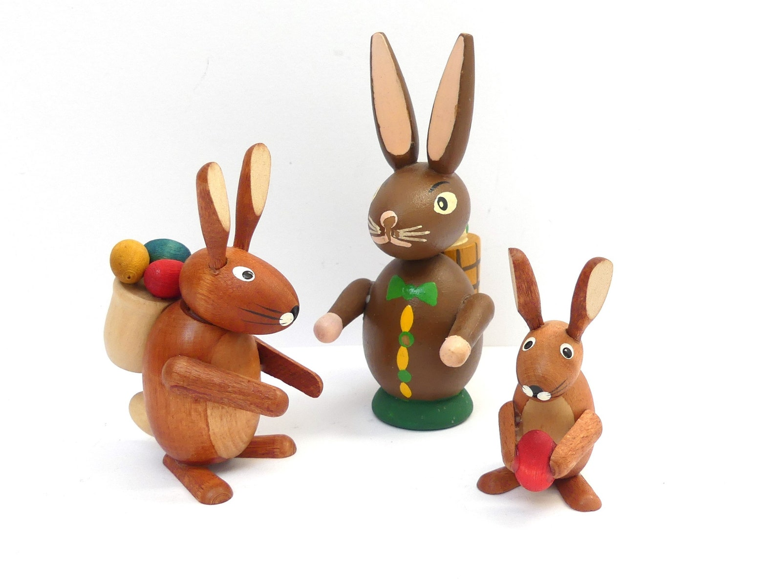 Easter Bunny Figurines 3 Wood Erzgebirge Rabbits Vintage Germany Handmade Rustic Decoration Spring Bunnies Collectible Wood Toy Spring Decor