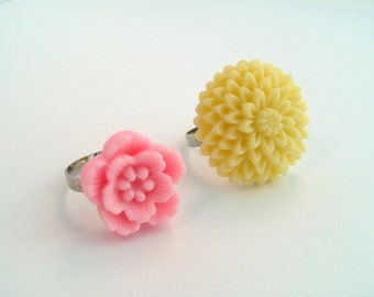 Adjustable Flower Rings - Light Pink, Pale Yellow