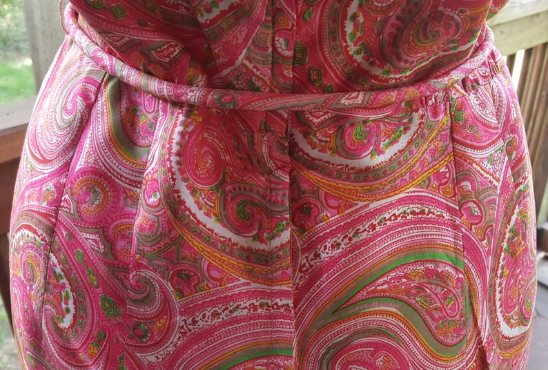 Vintage Lined Fitted Sheath Dress in PinkSalmon Paisley Size 14 Sleeveless Pure Silk Avalon Classics Inc