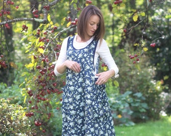XS- 5X No Ties Apron in Navy Floral