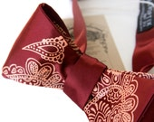 Paisley bow tie. Mehndi henna art, India. Mens self tie bow tie. Traditional Indian wedding, Hindu wedding. Henna party, henna tattoo