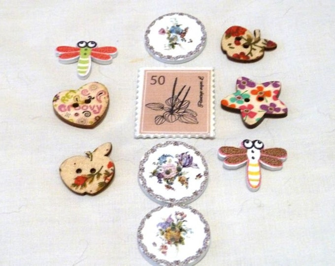 Buttons Out Door Flowers and bugs  set of 10/ M22