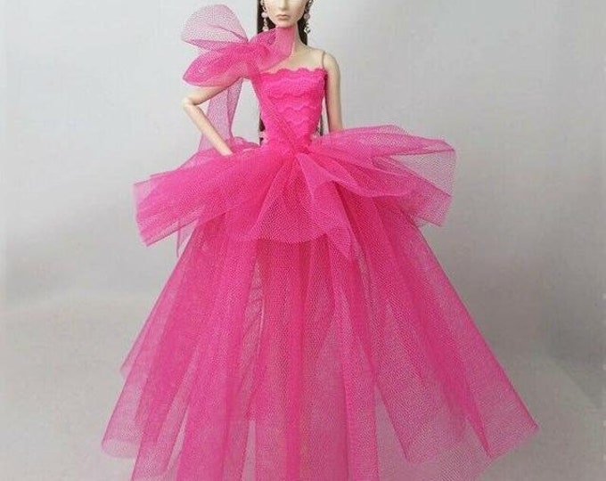 BARBIE DOLL bright PINK and shoes Clothes