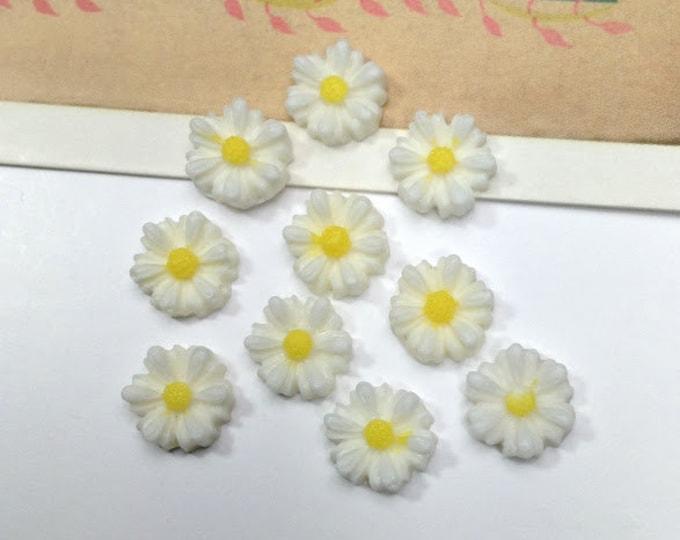 10 vintage mini celluloid DAISY cabochons 8mm flower resin flatbacks