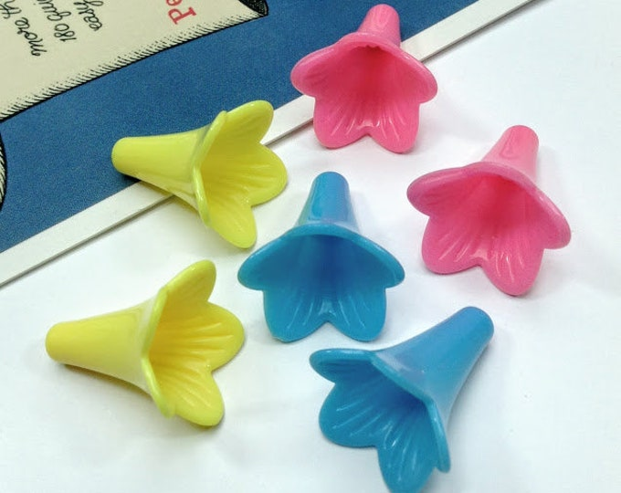 6 vintage Flower Beads 21x20mm pretty colour mix, blue, yellow, pink trumpet flowers