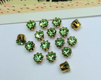 12 vintage Swarovski 17ss stones, light green 4mm