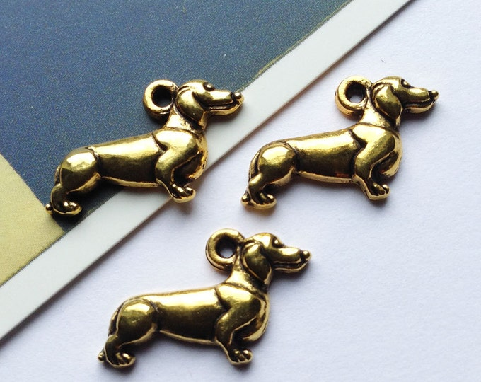 6 goldtone Dachshund dog charms 21x13mm