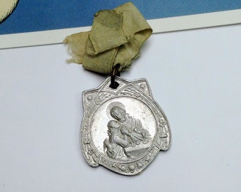 Vintage Italian First Communion Medal on ribbon 30x26mm