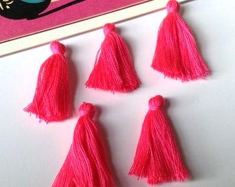 Bulk Lot 50 mini Hot Pink cotton tassels 25mm Bohemian Ibiza / Moroccan boho style