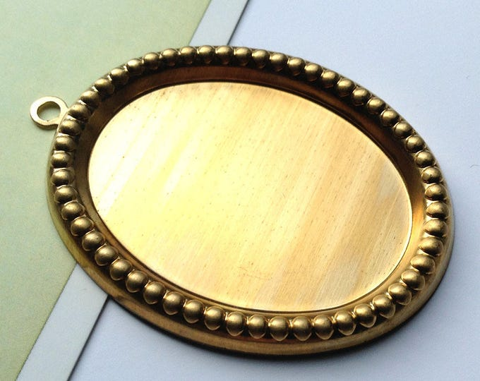 Vintage Brass 40x30mm cabochon / cameo setting / pendant with beaded edge