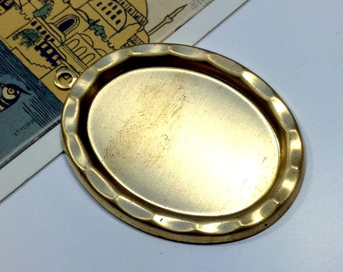Vintage Brass 40x30mm cabochon / cameo setting / pendant with dimpled edge