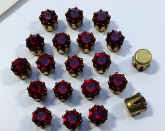 12 vintage Swarovksi Siam Ruby Red rhinestones 4.5mm