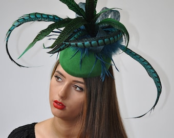 ZELDA Emerald green felt and feather hat