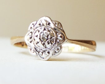 Art Deco Scalloped Flower Ring, Vintage Diamond Engagement Ring, 9k Gold and Palladium, Approx Size 5 / 5.25