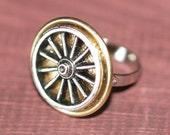 Wagon Wheel - Button Ring