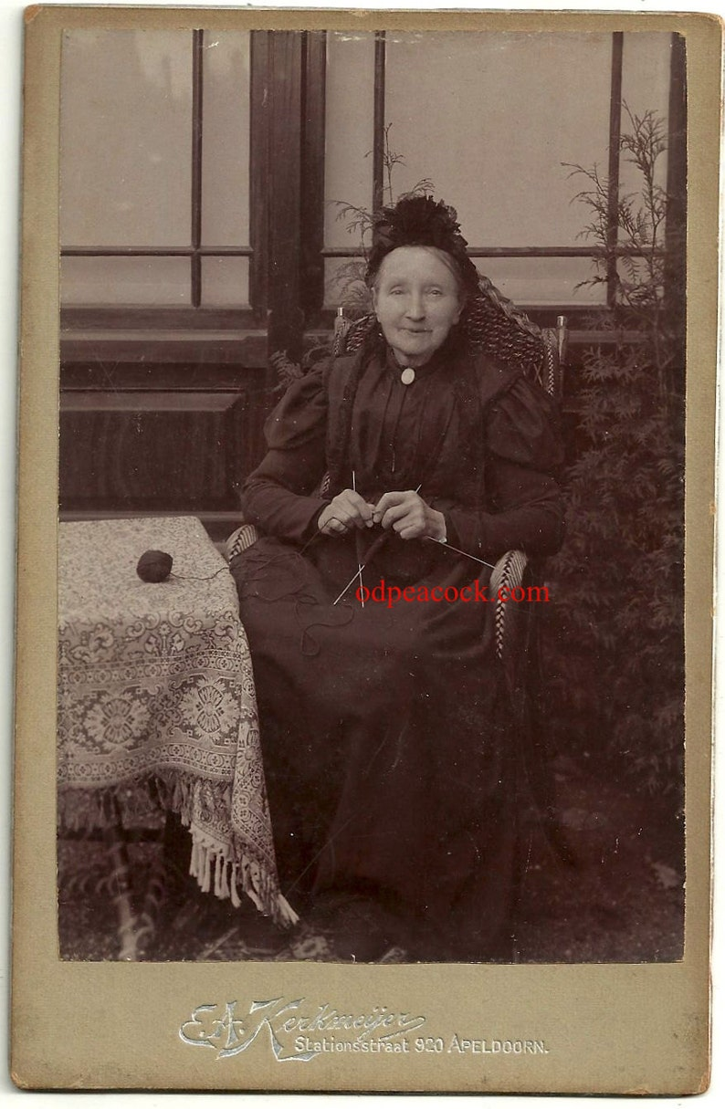 Id'd Victorian woman knit sew craft Netherlands vintage image 0