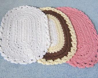 Miniature oval dollhouse rug, crochet rug, 1/12 scale, you choose the color