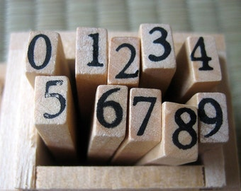10 number stamps in a wooden box